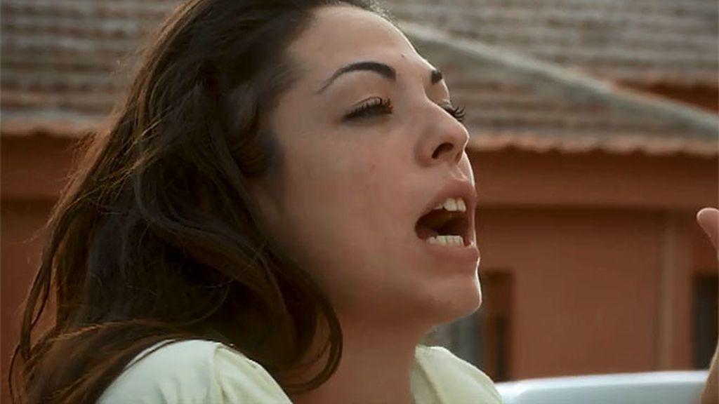 Santi controla a su madre a base de violencia y humillaciones diarias