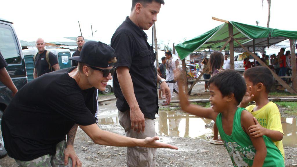 """Justin Bieber, muy sensibilizado con los niños: """"Crecí con muy poco, no tenía apenas juguetes"""""""