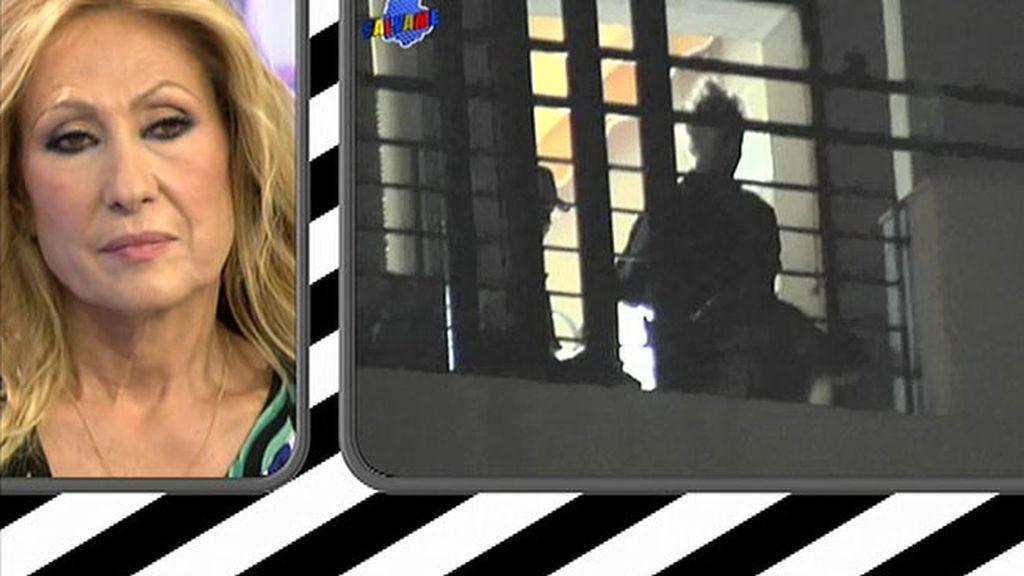 Rosa ve las imágenes de Amador saliendo junto a Marisa de la casa de Chipiona