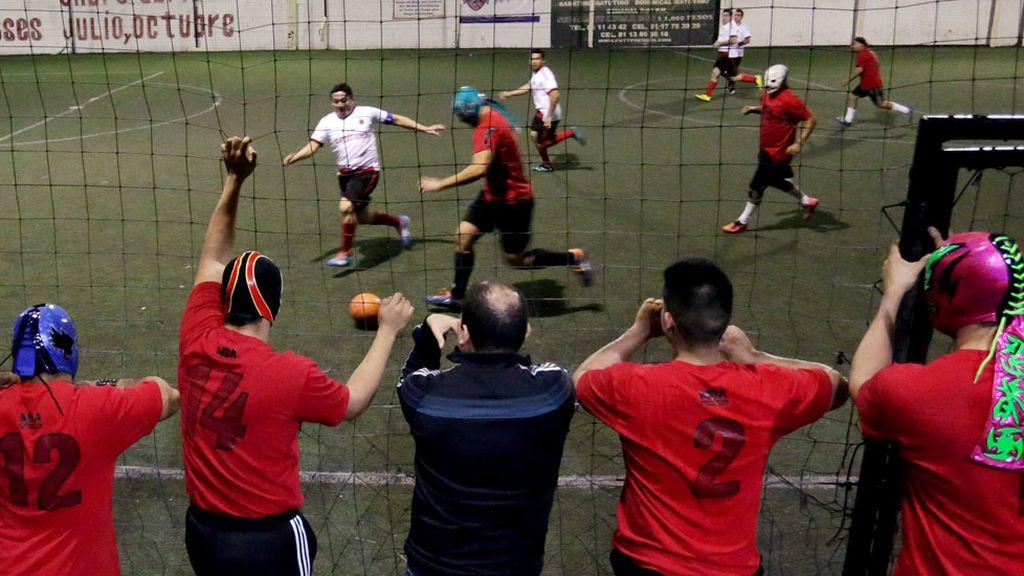 Jugar al fútbol como terapia de grupo y antiestrés (02/03/2016)