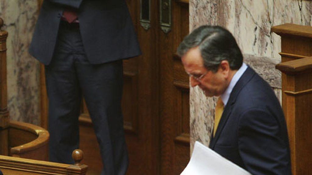 Samaras abandona el estrado del parlamento griego ante Papandreu