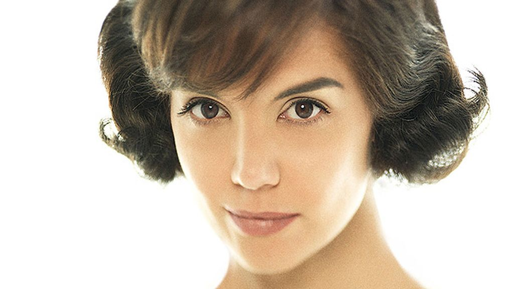 Jacqueline Kennedy (Katie Holmes)