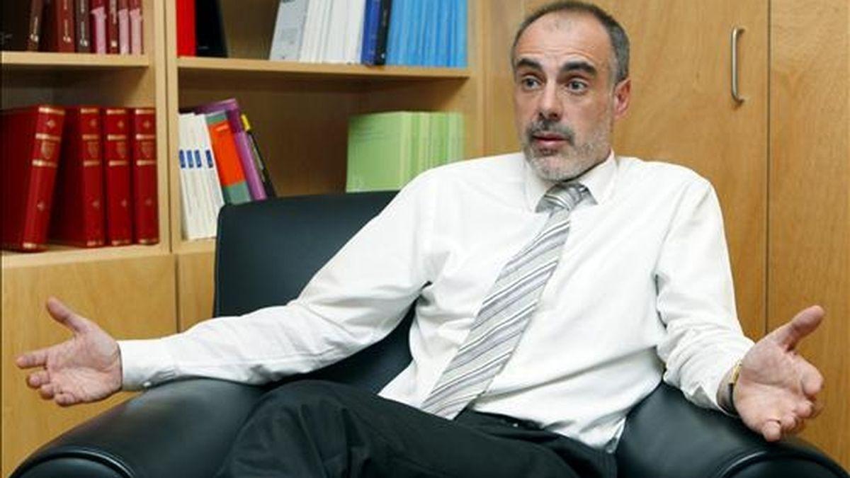 """El secretario general de ERC, Joan Ridao, durante la entrevista que concedió a Efe, en la que reconoció los """"pésimos"""" resultados de su partido en las elecciones catalanas del domingo y aseguró que lo que se impone ahora es operar """"de forma quirúrgica e inmediata"""" cambios en la dirección. EFE"""
