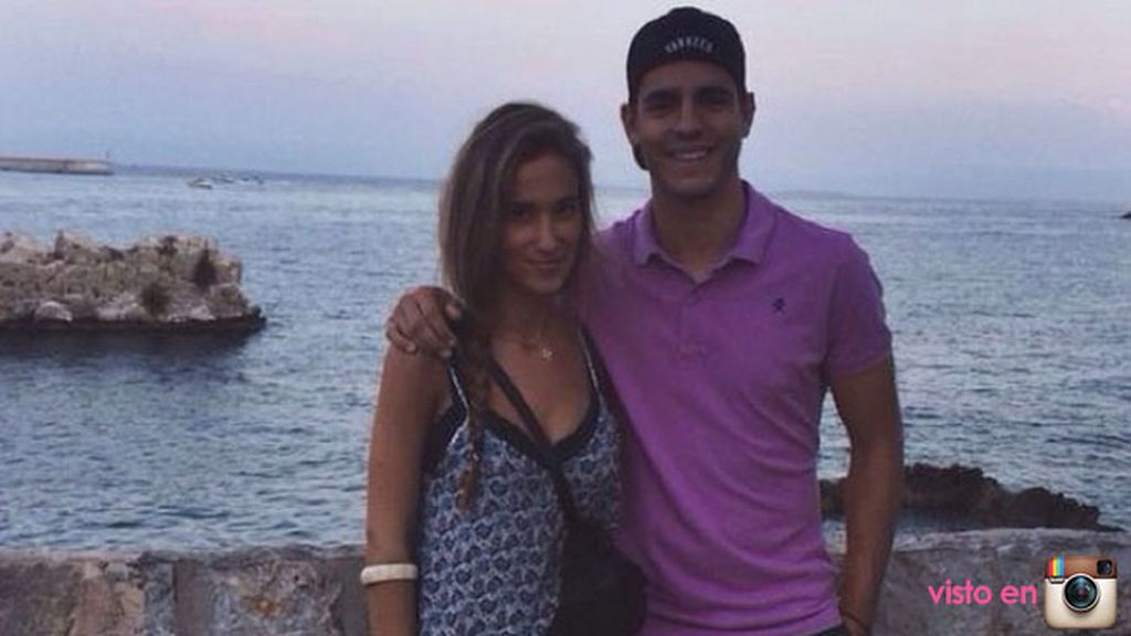 Álvaro Morata posa junto a su novia, María Pombo