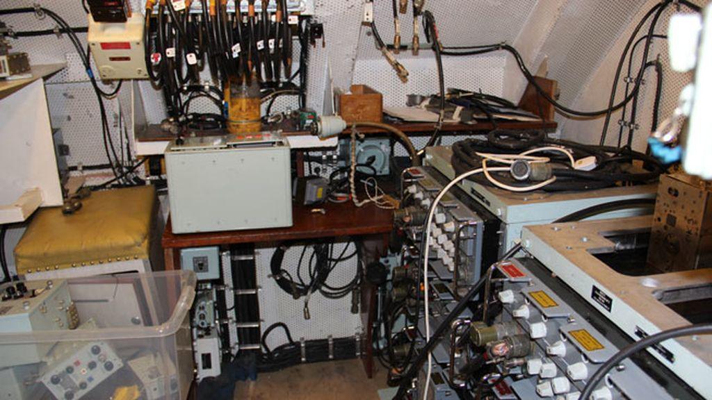 Una de las salas de control del submarino