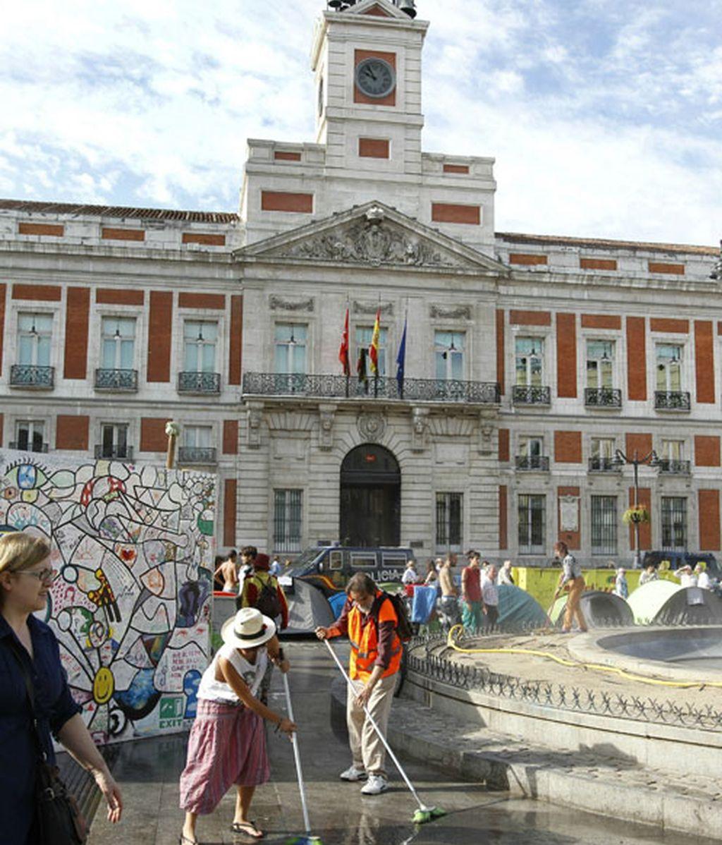Los acampados en Sol se van de la plaza madrileña.