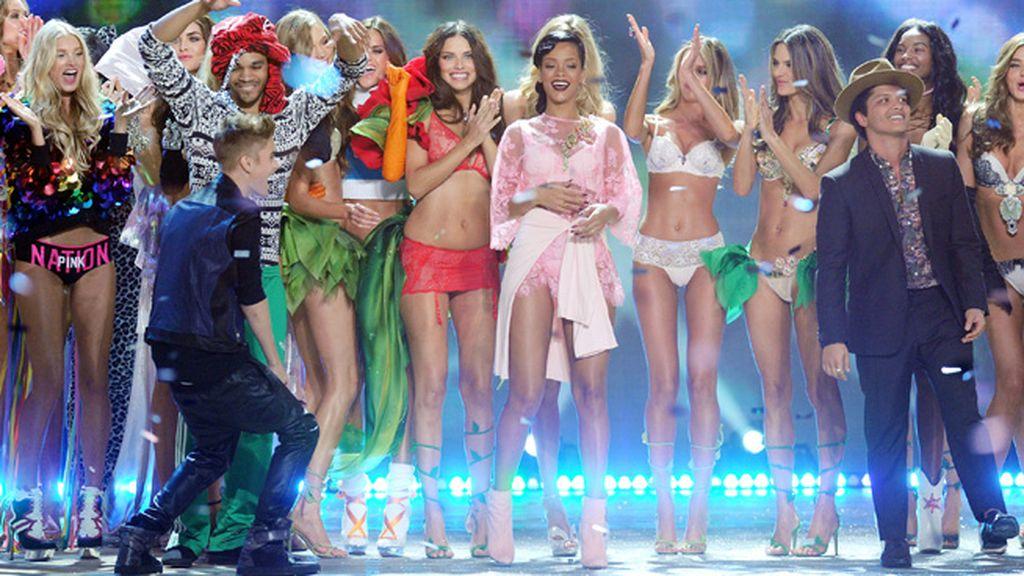 Rihanna quiso integrarse con el look: un modelo lencero