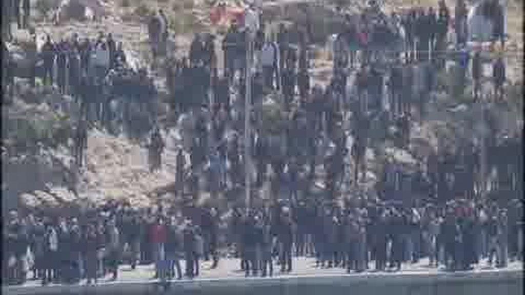 Lampedusa agobia a Berlusconi