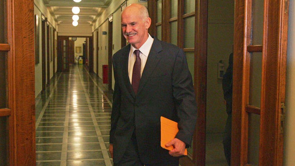 Papandreu no da marcha atrás sobre el referéndum