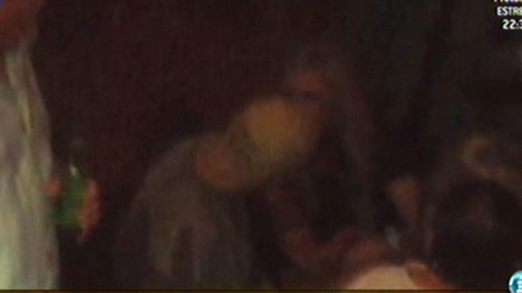 El marido de Melanie Griffith, dándolo todo junto a una rubia