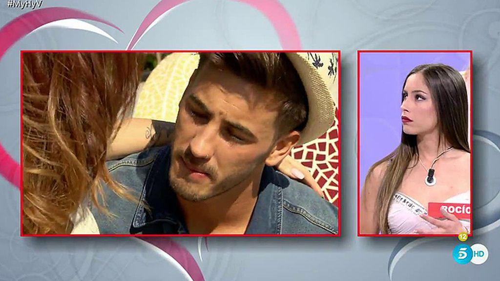 Melody no se resiste a los besos de Iván