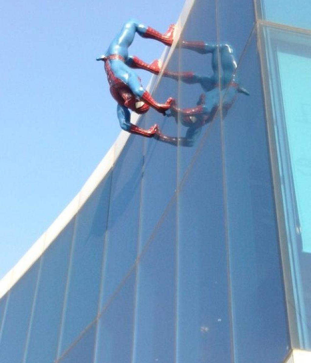 El Spiderman empalmado