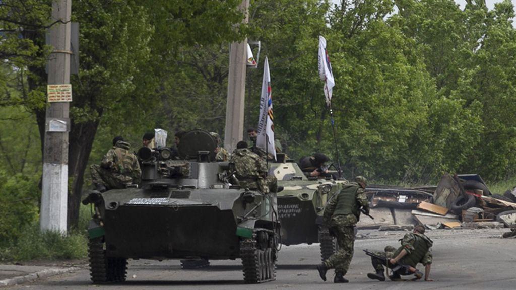 Duros enfrentamientos entre tropas ucranianas y milicias prorrusas en Slaviansk