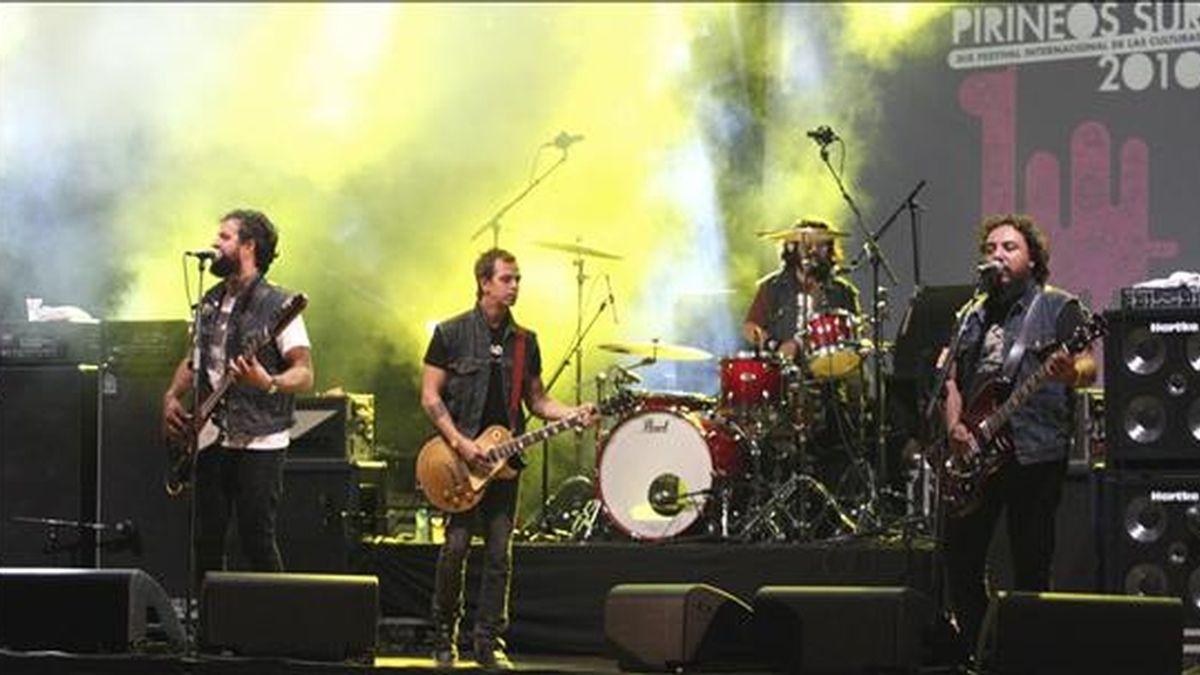 """El grupo mexicano """"Molotov"""", durante el concierto ofrecido esta noche en el auditorio Lanuza de Sallent de Gállego, en Huesca, en la segunda jornada del Festival Pirineos-Sur. EFE"""