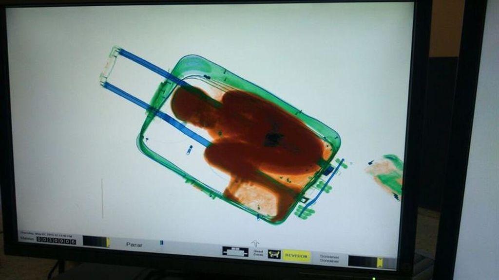 Detectan a un niño dentro de una maleta en el paso de Ceuta