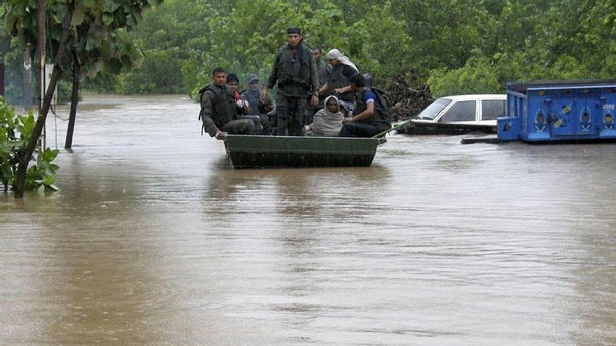 Mueren 22 personas y otras mil se quedan incomunicadas por inundaciones en India