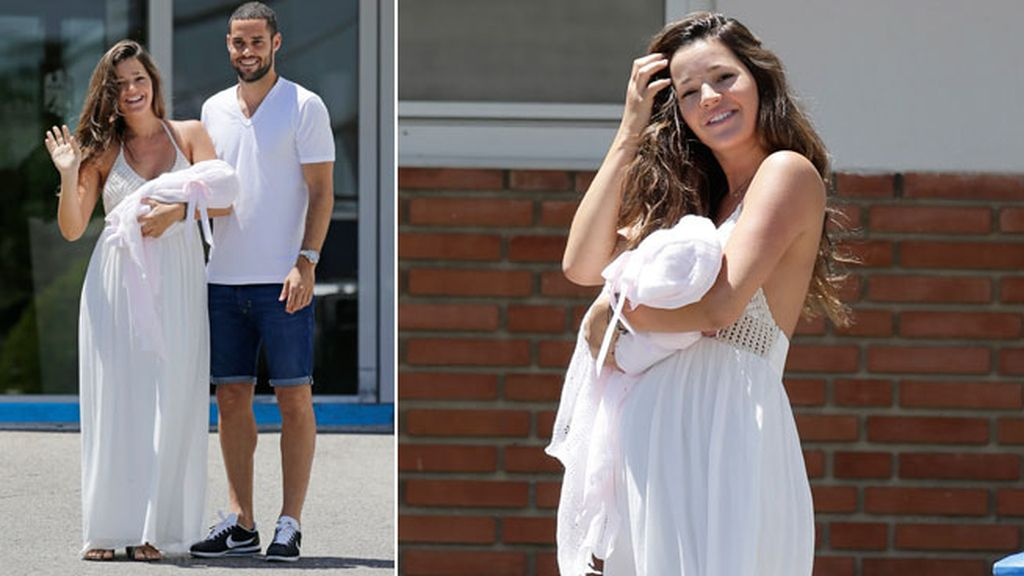 La pareja ha aparecido muy sonriente a la salida del hospital