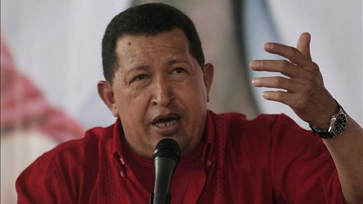 """""""El Gobierno de la República Bolivariana de Venezuela condena de la manera más enérgica, las bochornosas declaraciones de José Miguel Insulza sobre asuntos de política interna venezolana"""", dijo la Cancillería. En la imagen un registro del presidente de Venezuela, Hugo Chávez. EFE/Archivo"""