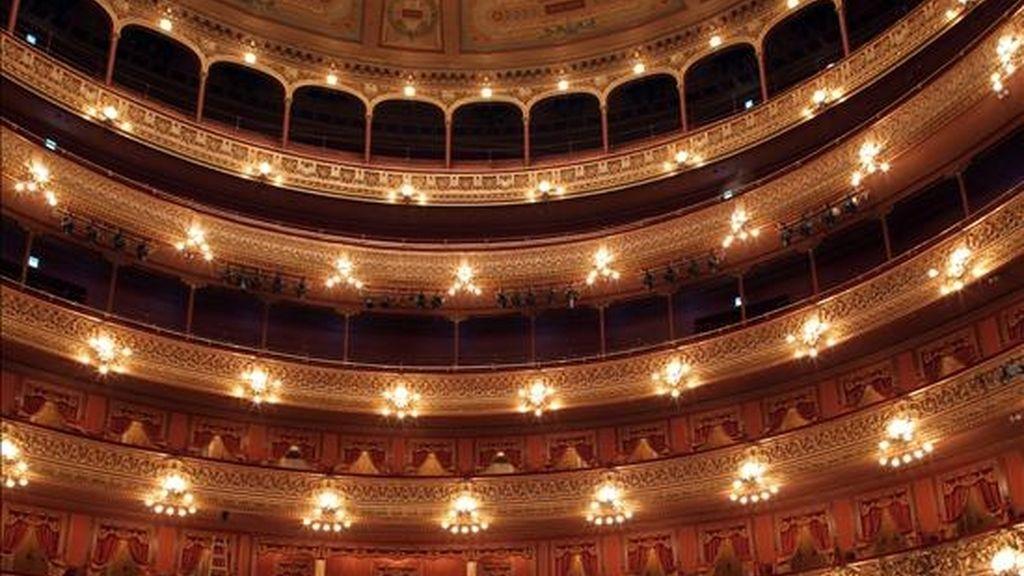 Vista del pasado 22 de mayo de 2010, del salón principal del teatro Colón de Buenos Aires (Argentina). EFE/Archivo