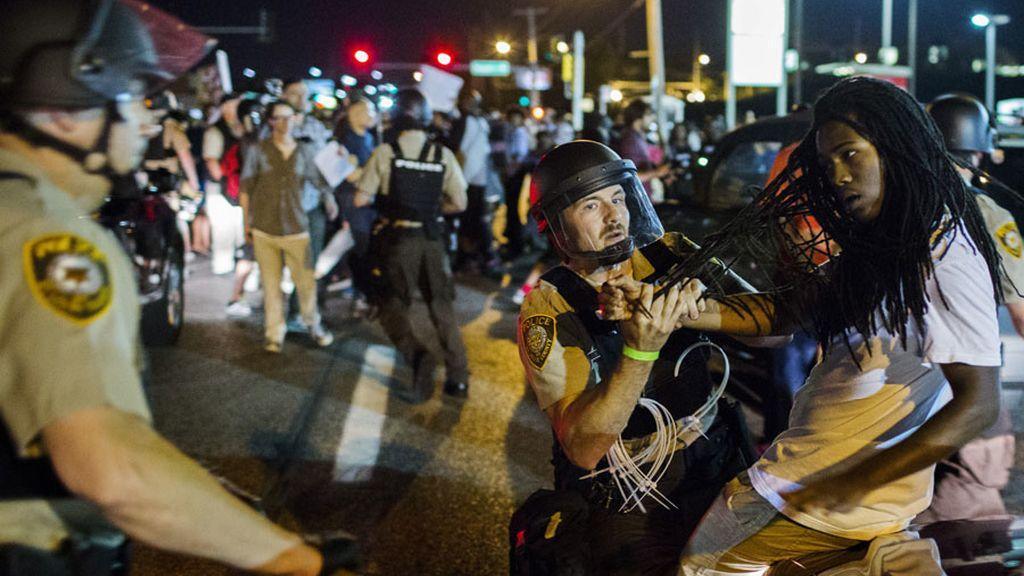 Protesta en Baltimore por la muerte de un joven negro a manos de la policía
