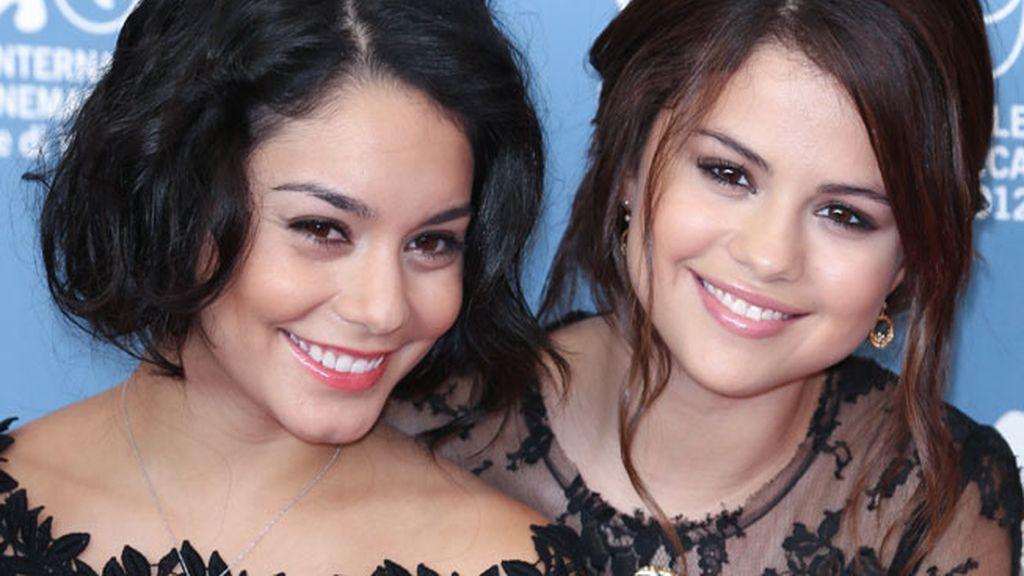 Vanessa Hudgens y Selena Gómez en la presentación de 'Spring Breakers' en Venecia