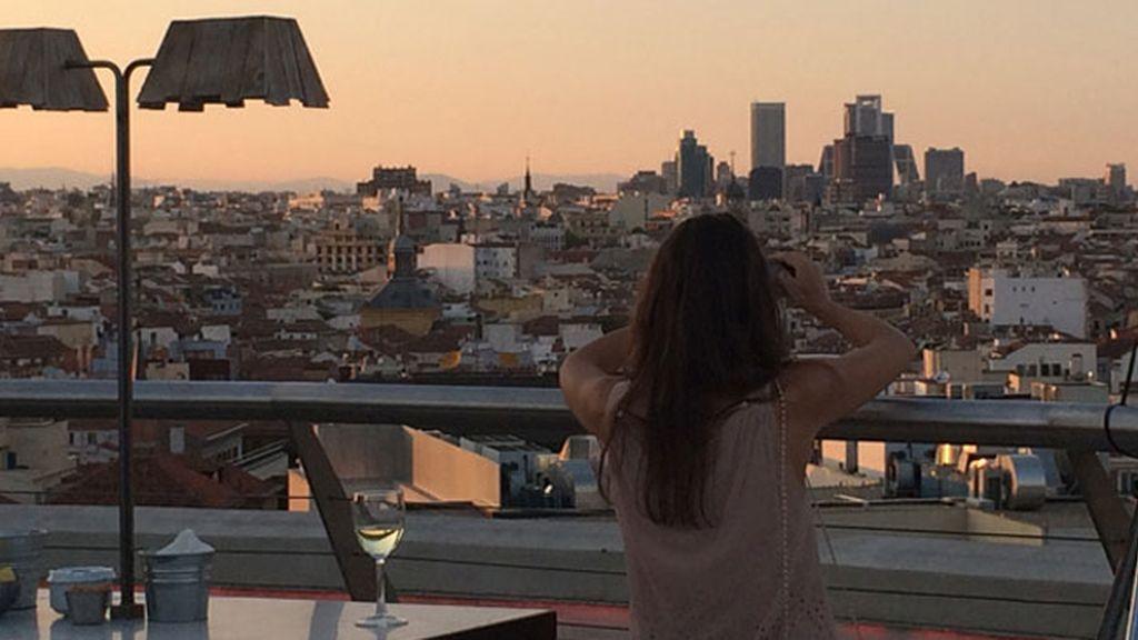 Un vino blanco con vistas de Madrid al atardecer, el 'punto d' de Sandra