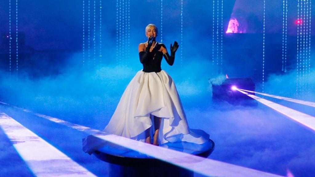 Rita Ora interpreta 'Grateful'