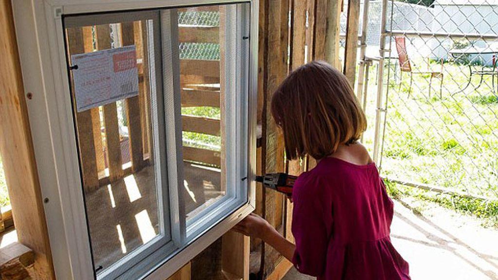 Niña de 9 años construye casas para personas sintecho