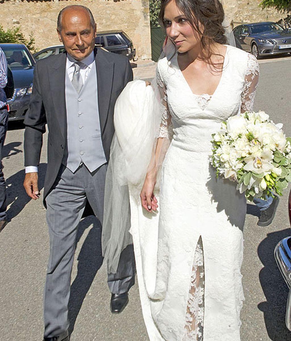 La novia llegó acompañada por su padre, padrino del enlace