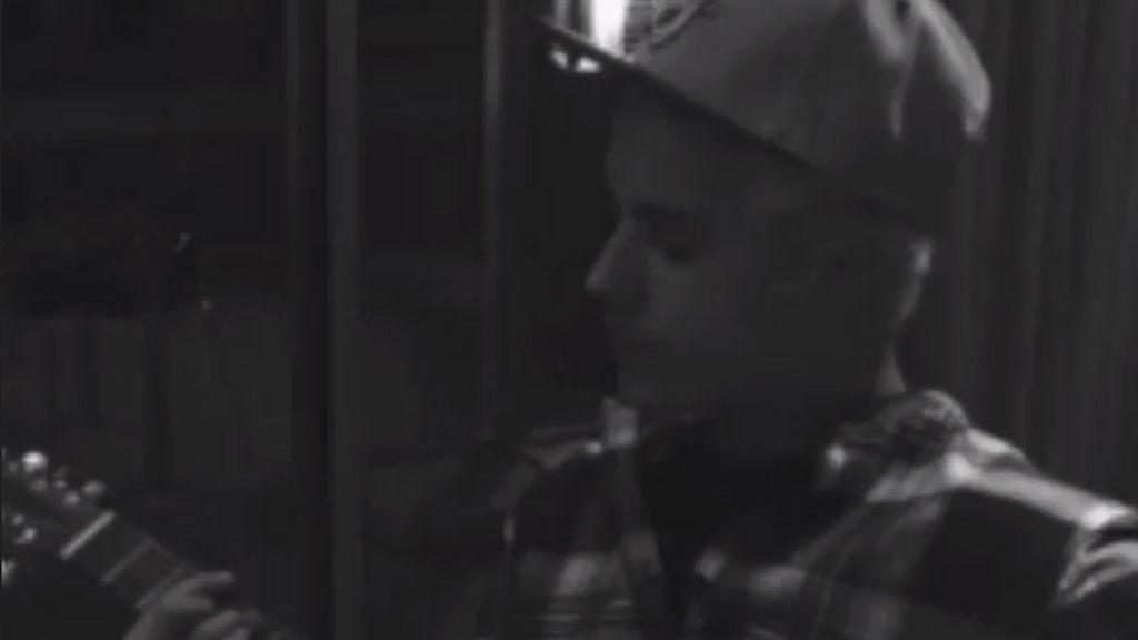 Justin Bieber adelanta dos canciones de su nuevo disco