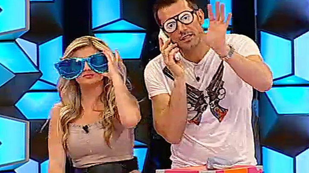Maribel y Jesús, con gafas de broma