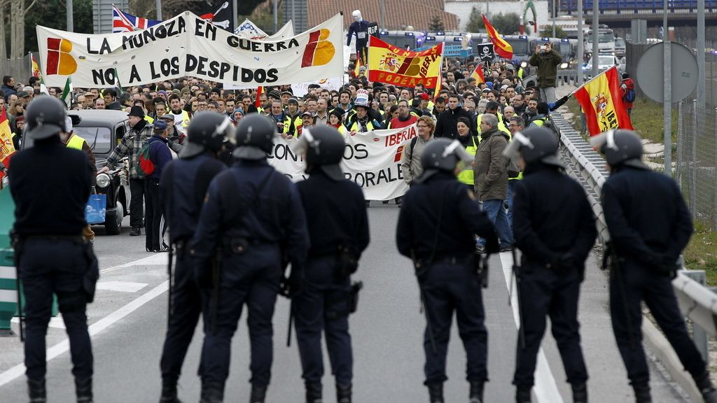 Los trabajadores de Iberia se concentran en la zona industrial de Barajas