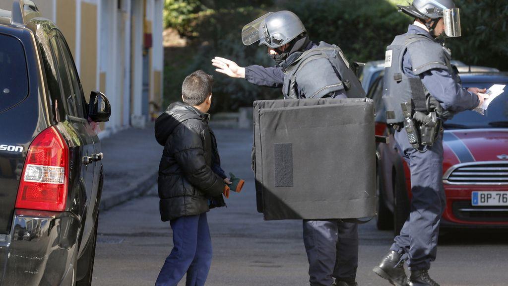 Ataque con Kalashnikov a la policía en Marsella