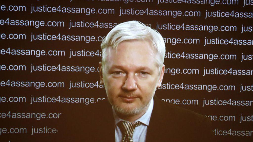 Julian Assange en videoconferencia desde la embajada de Ecuador