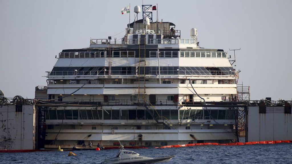 Comienzan la operación para reflotar el Costa Concordia hundido hace 2 años