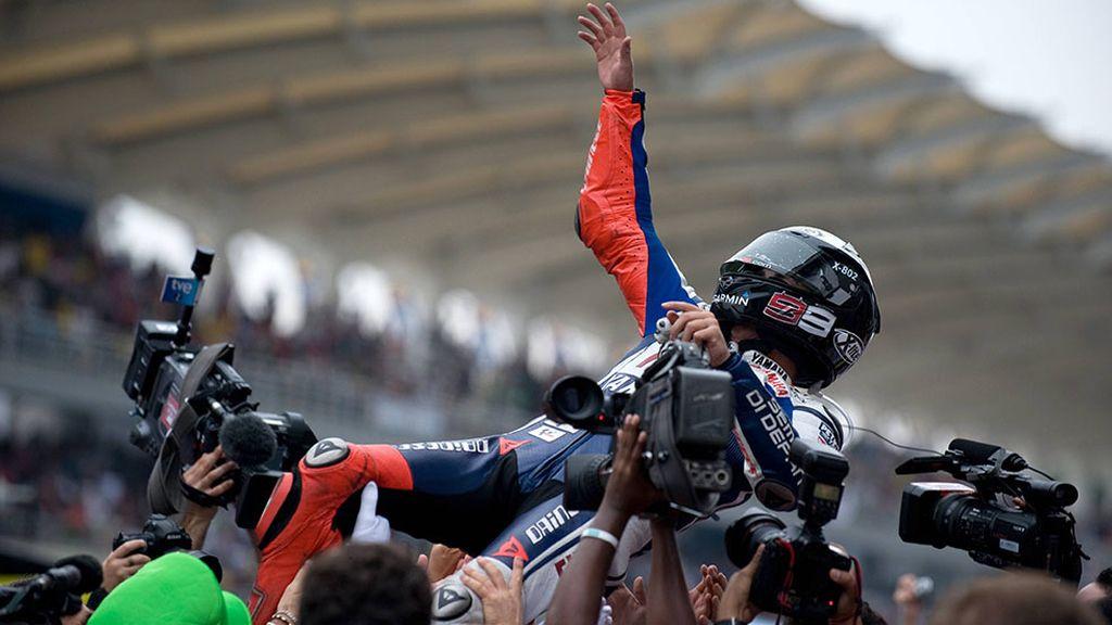 2010, fue el año en el que Lorenzo, se hizo por primera vez con el título de campeón de la máxima categoría