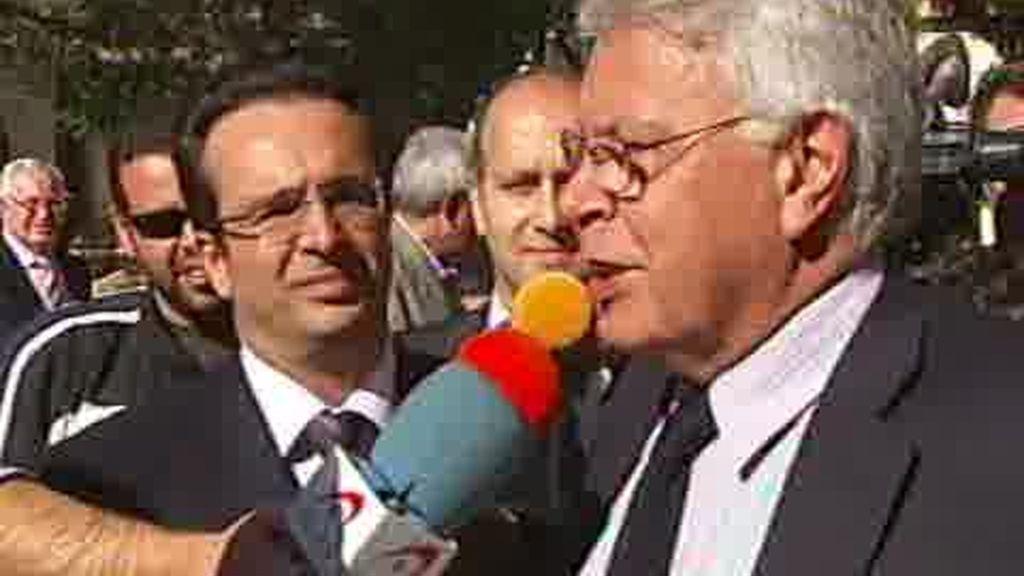 Felipe González apoya los cambios en el Gobierno