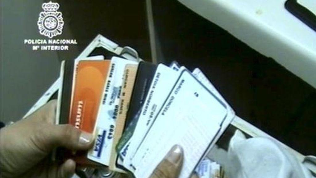 Una operación contra una organización dedicada a la falsificación de tarjetas de crédito. EFE/Archivo