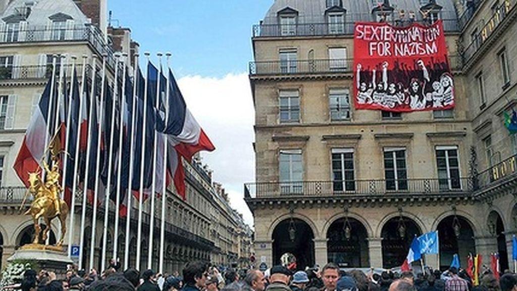 Las Femen alteran una marcha del neonacionalismo en París
