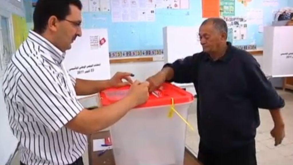 Los tunecinos acuden a las urnas