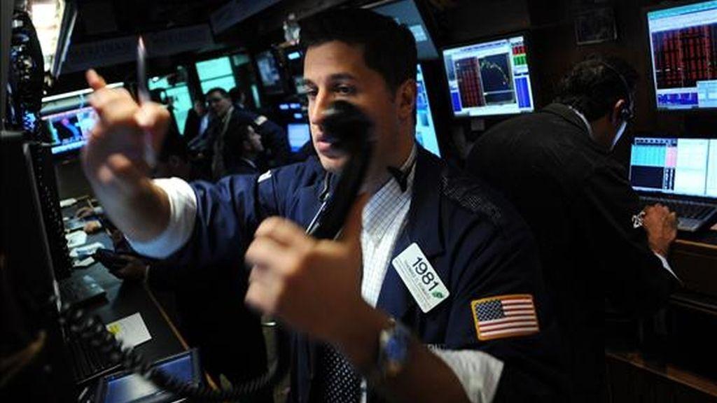 El Dow Jones, que agrupa a treinta de las mayores empresas cotizadas estadounidenses, logró acabar la jornada en terreno positivo tras sumar 19,68 unidades y cerrar a 11.382,09 enteros. EFE/Archivo