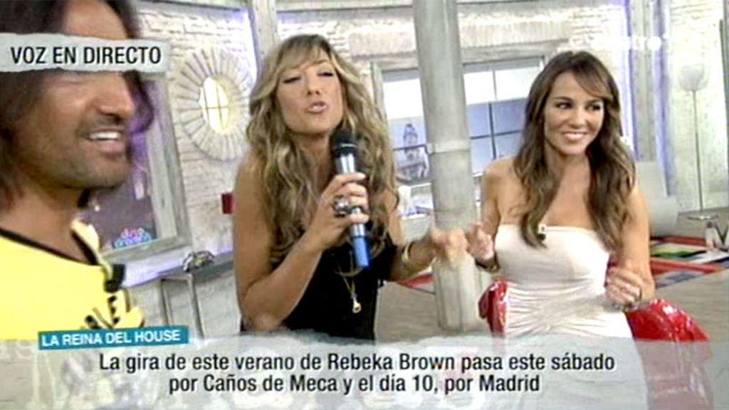 Ruth, sorprendida por su hermana, la cantante Rebeka Brown