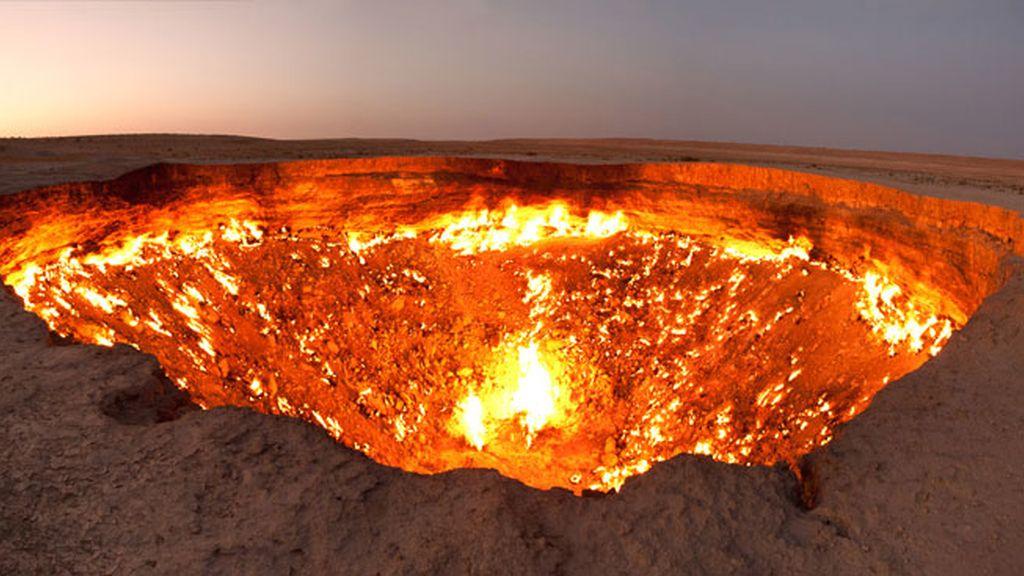 La Puerta al Infierno o cráter de Darvanza en el desierto de Karakum