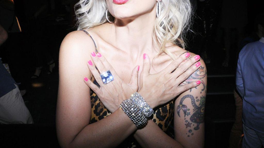Silvia Superstar presumiendo de joyas de la firma Agatha