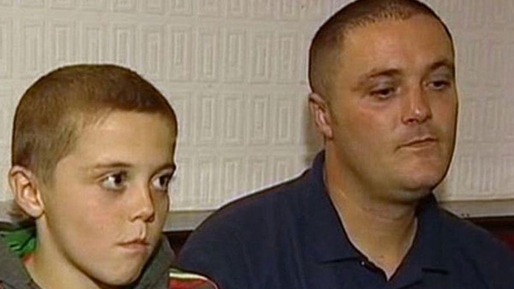 Peleas de niños de ocho años en un cuadrilátero