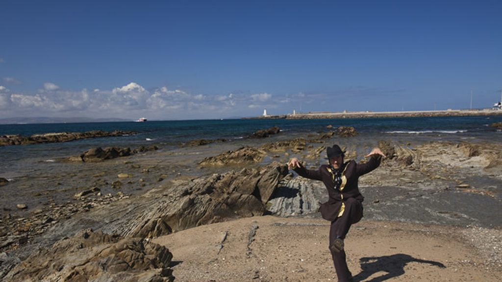 Muchachito Bombo Infierno nos presenta las playas de Tarifa en Cádiz