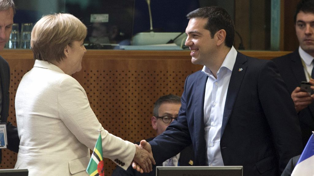 Merkel y Tsipras durante la cumbre de los jefes de Estado y de Gobierno de los 61 países de la UE y de la CELAC