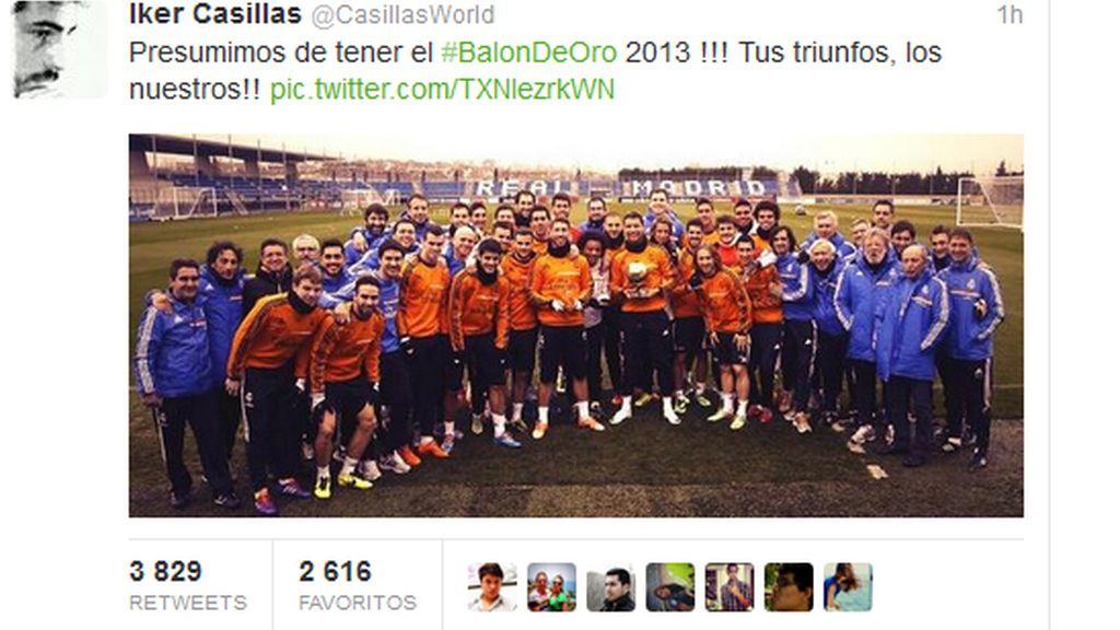 Casillas presume en Twitter del Balón de Oro de Cristiano Ronaldo