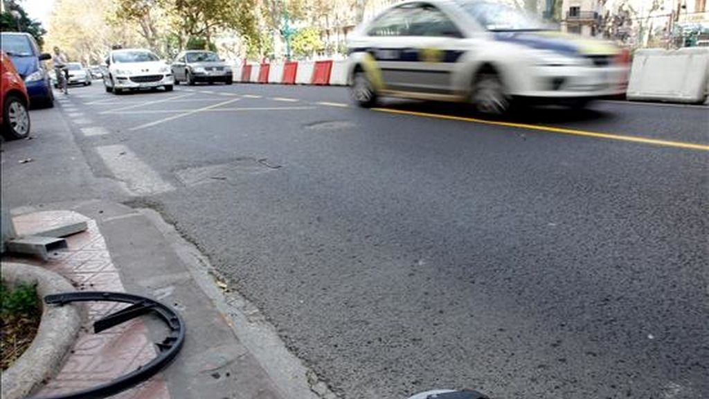 El accidente se produjo en el cruce de la Gran Vía Fernando el Católico con la calle Erudito Orellana, en el barrio de Arrancapins de la capital valenciana. EFE