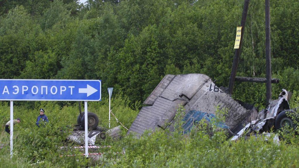 Restos del avión siniestrado en Rusia